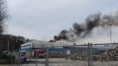 Photo of Grote brand bij kringloopcentrum op industrieterrein in Uden