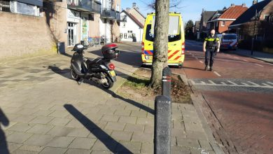 Photo of Forse schade en raam eruit na botsing met scooter en auto in Uden